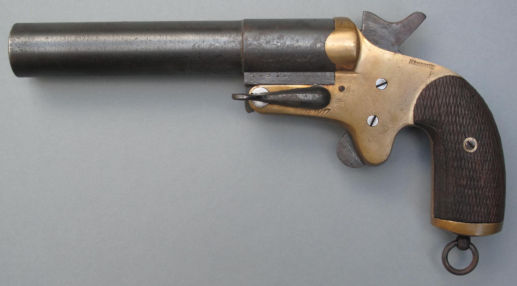 Il sera remplacé par le « modèle 1917 », un pistolet de conception semblable mais doté d'un canon long de 180 mm, en acier, permettant d'accroître la portée des artifices.