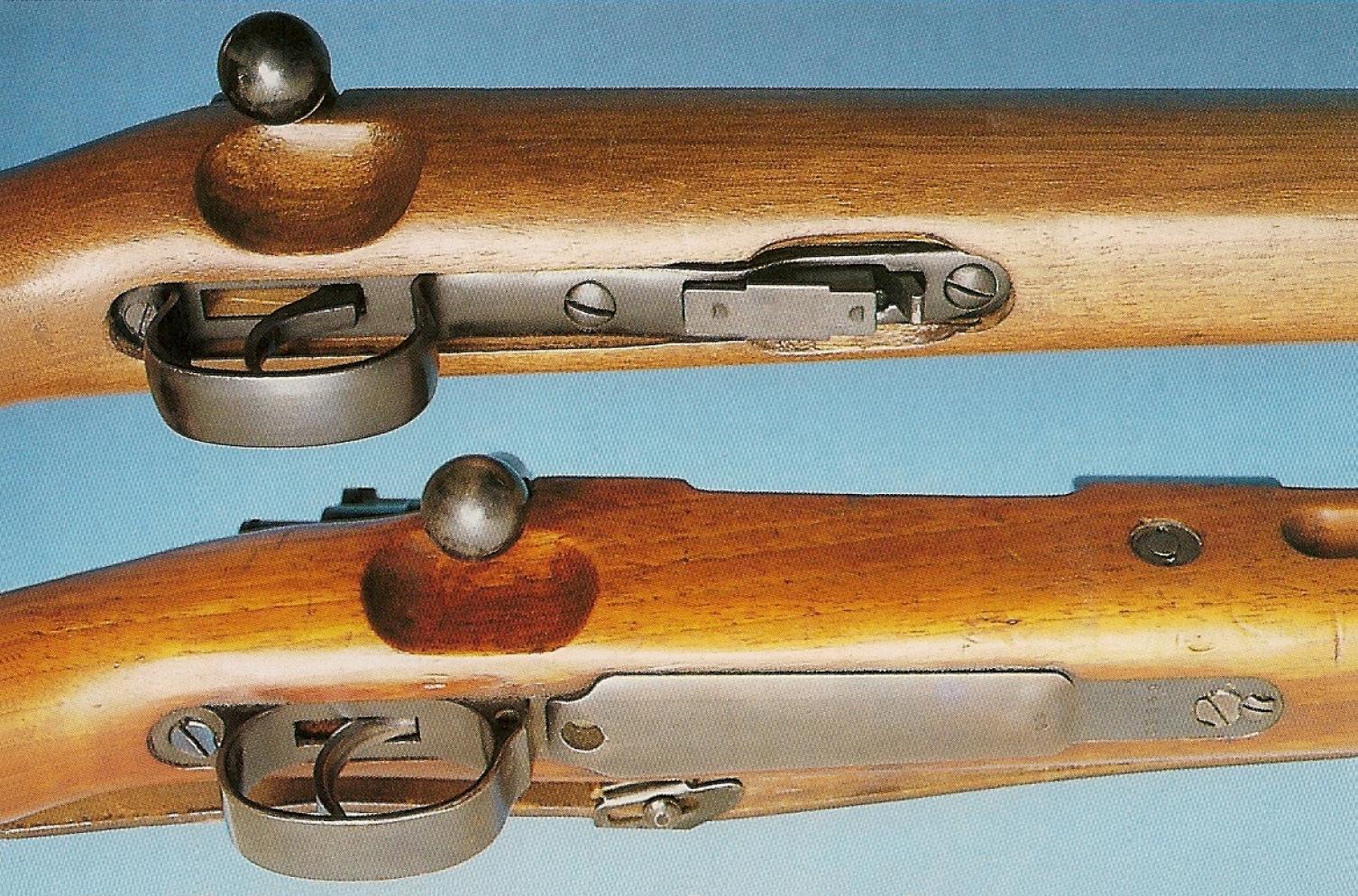 C'est au niveau de la sous-garde que les différences sont les plus évidentes, celle de la carabine chinoise, en acier embouti, accueillant un chargeur amovible de 5 coups en calibre .22 LR.