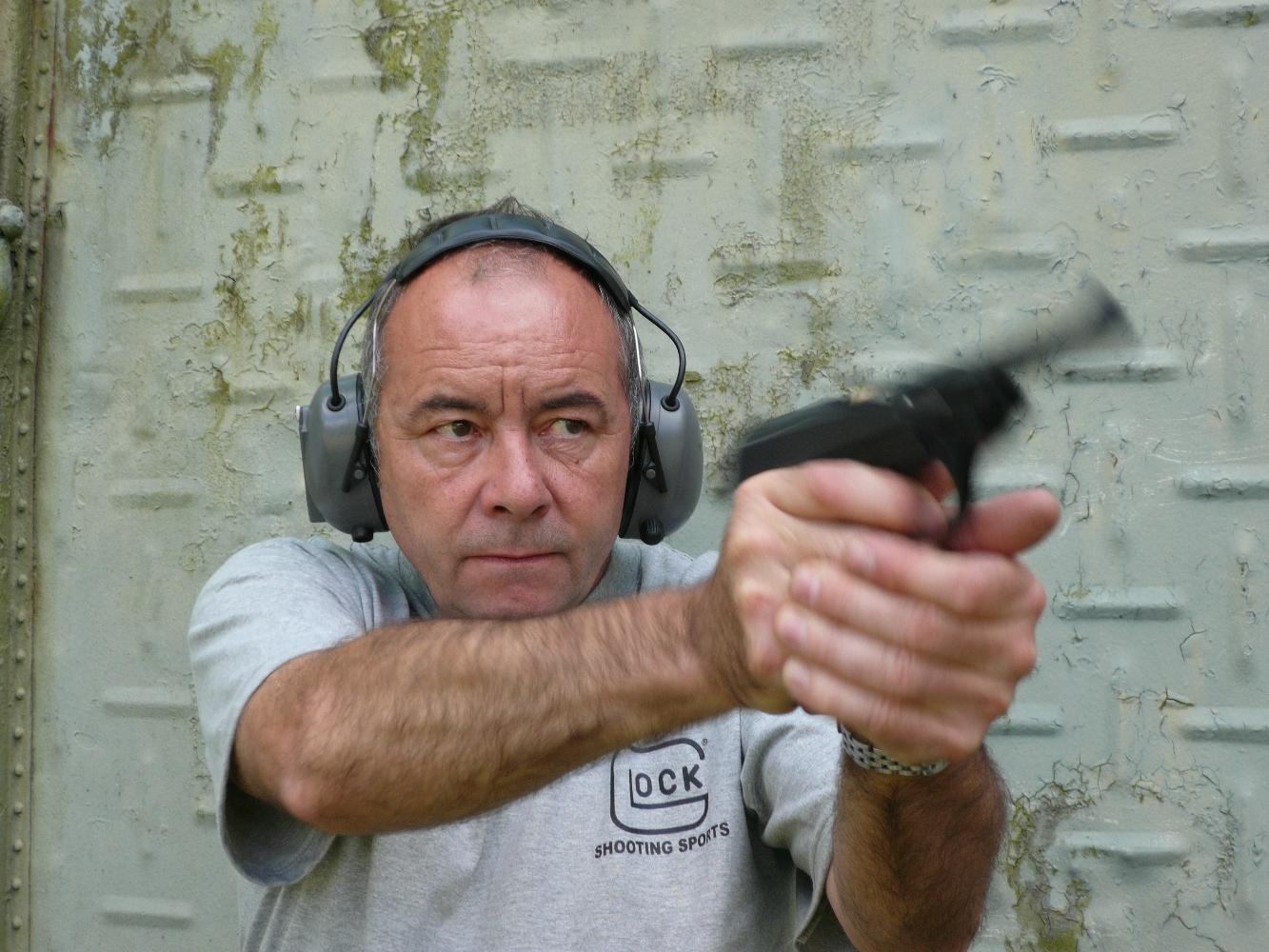 Extrêmement fiable et suffisamment précis à courte distance, le Walther P1, qui procure une prise en main satisfaisante, bénéficie d'un bon équilibre et pointe vers la cible de façon naturelle correspond finalement assez bien à ce que l'on attend d'une arme de combat moderne.