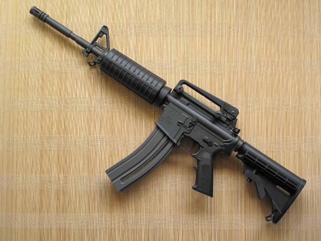 Fabriquée sous licence Colt par la firme allemande Walther, cette version de calibre .22 Long Rifle alimentée par un chargeur de 30 coups reprend avec exactitude l'aspect et les dimensions du modèle M4, une version du fusil d'assaut M16 munie d'un canon de 14 pouces ½.