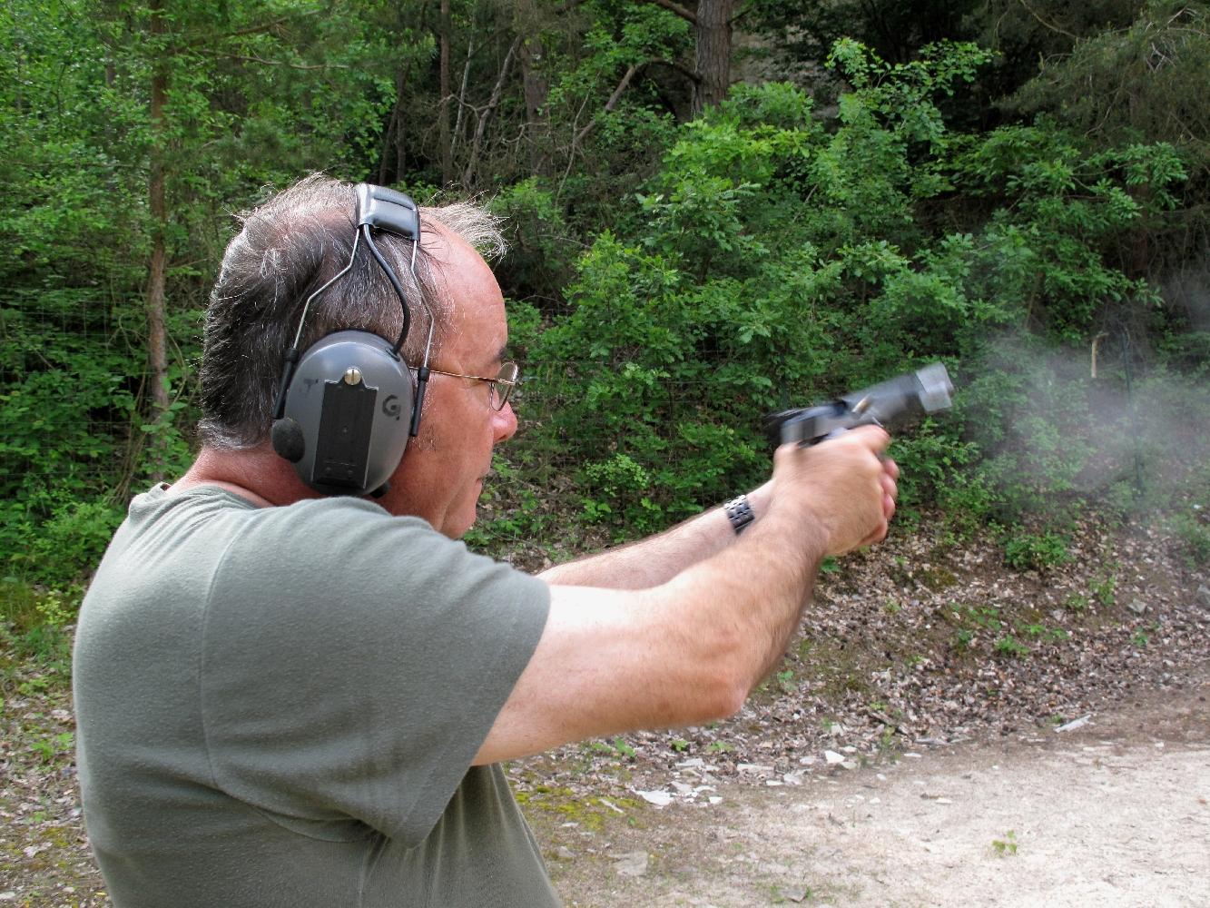 Le poids conséquent de ce pistolet permet à son utilisateur de supporter avec une étonnante facilité le recul des munitions les plus puissantes.