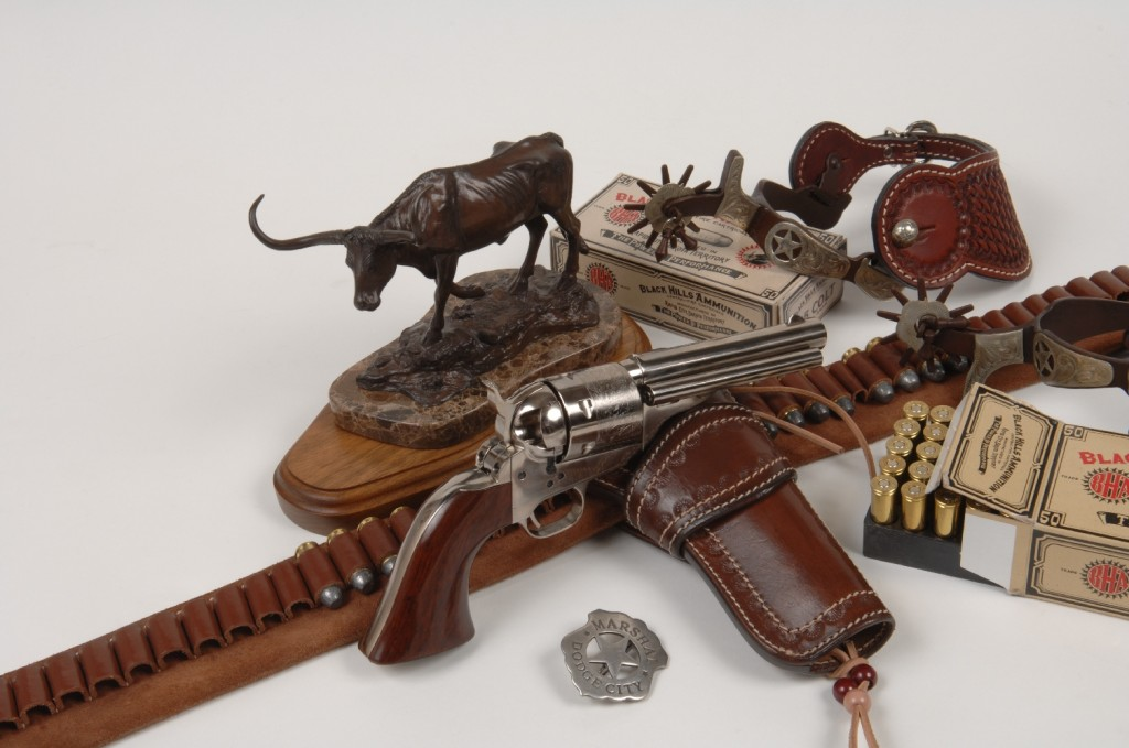 Cette réplique fabriquée par Uberti est d'autant plus intéressante que le Colt « Open Top » constitue un jalon historique majeur dans l'évolution des armes à feu : lancé en 1872, après que le brevet Rollin White couvrant le principe du barillet foré de part en part soit tombé dans le domaine public, ce revolver a été conçu d'origine pour le tir de la cartouche métallique.