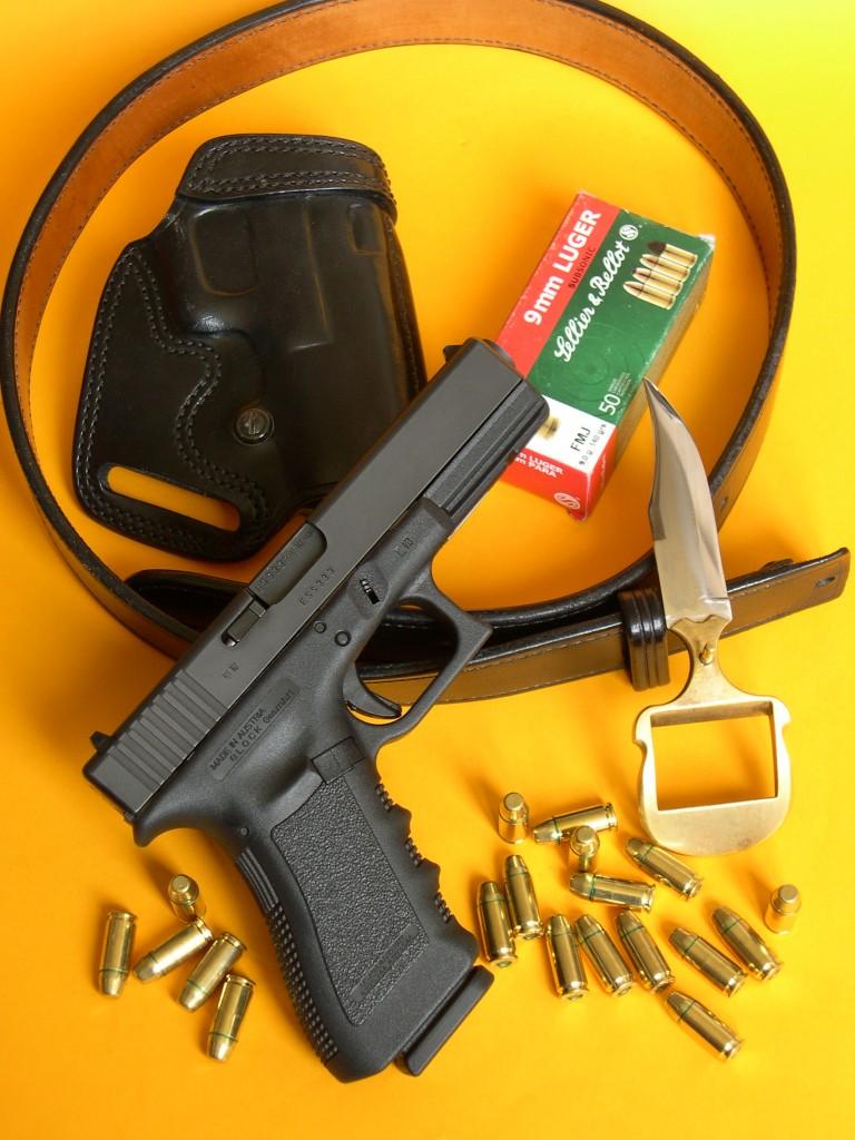 Pistolet Glock 17 équipé du silencieux Stopson SP1 / calibre 9 mm Parabellum