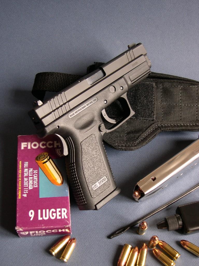 Diffusée aux Etats Unis sous la marque Springfield Armory, cette copie croate du Glock présente, par rapport au pistolet autrichien, un certain nombre de différences, à commencer par la présence d'une pédale de sécurité au dos de sa poignée.