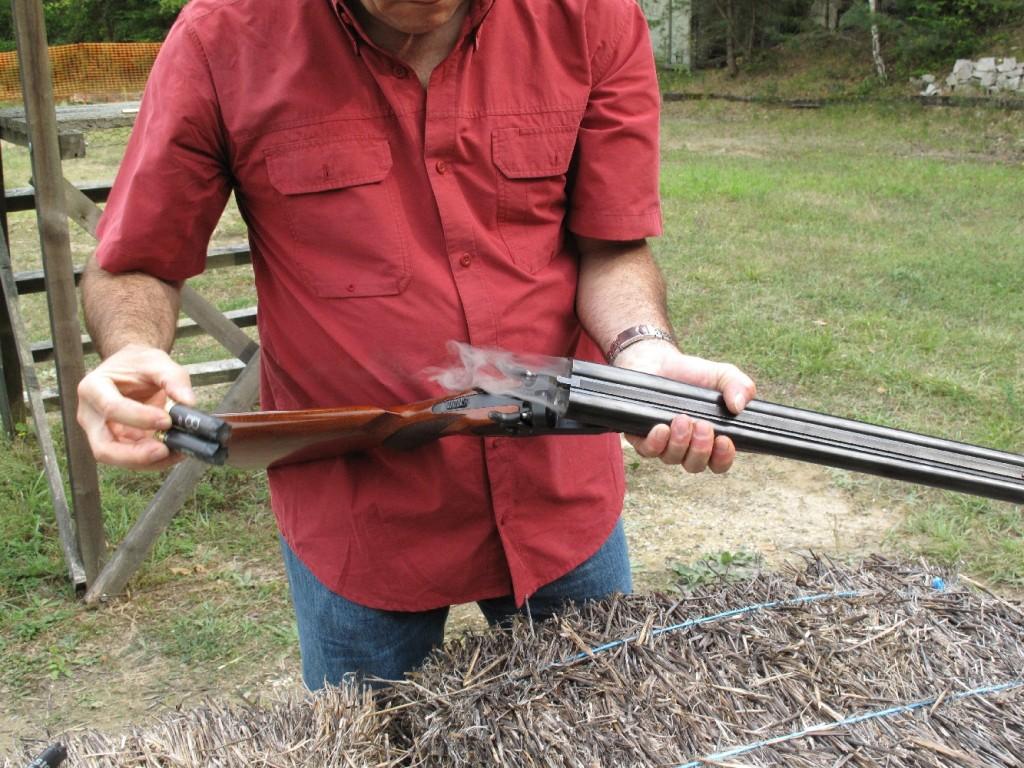 Le Trail Boss, fabriqué par la firme polonaise Pioneer Arms, est un fusil juxtaposé de type coach gun, autrement dit un fusil de chasse dont les canons ont été raccourcis dans le but d'en faire une arme de défense. Il est doté d'un verrouillage de type Greener et de platines à chiens externes rebondissants, qui permettent de visualiser instantanément si l'arme est prête à faire feu ou si les chiens sont en position de sécurité.