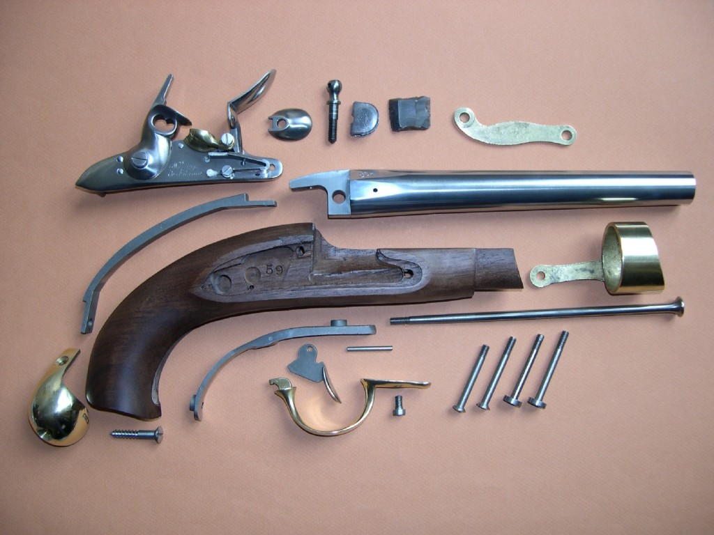 Cette réplique nous permet d'apprécier l'ingéniosité des armes militaires de cette époque, conçues pour en faciliter le démontage et l'entretien.