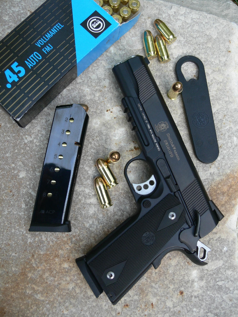 Essai armes pistolet smith wesson 1911 personal for Arme defense maison