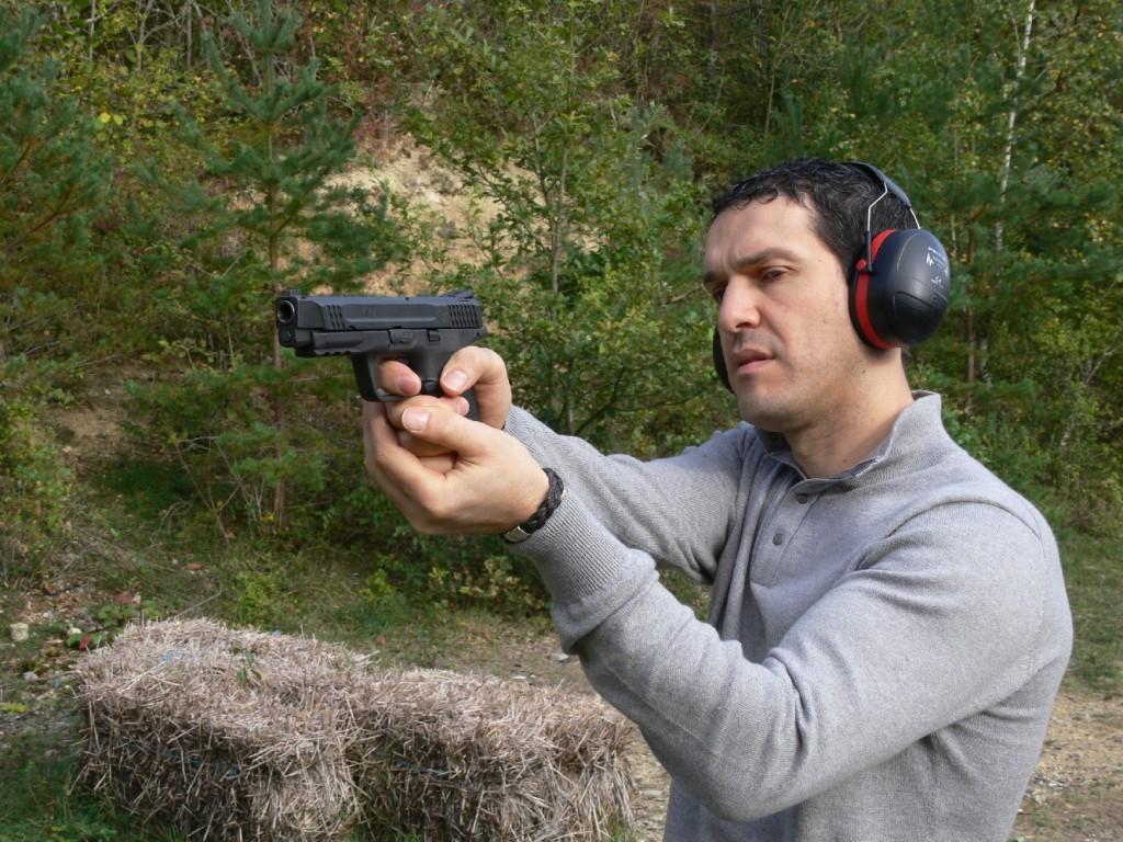 Le pistolet Smith & Wesson M&P45 bénéficie d'une ergonomie élaborée, d'une détente souple et d'éléments de visée d'excellente qualité. Les tests dynamiques mettent en valeur son bon équilibre, son judicieux penté de crosse (similaire à celui du Colt 1911 A1) et son relèvement modéré, par le fait qu'il se positionne assez bas sur la main.