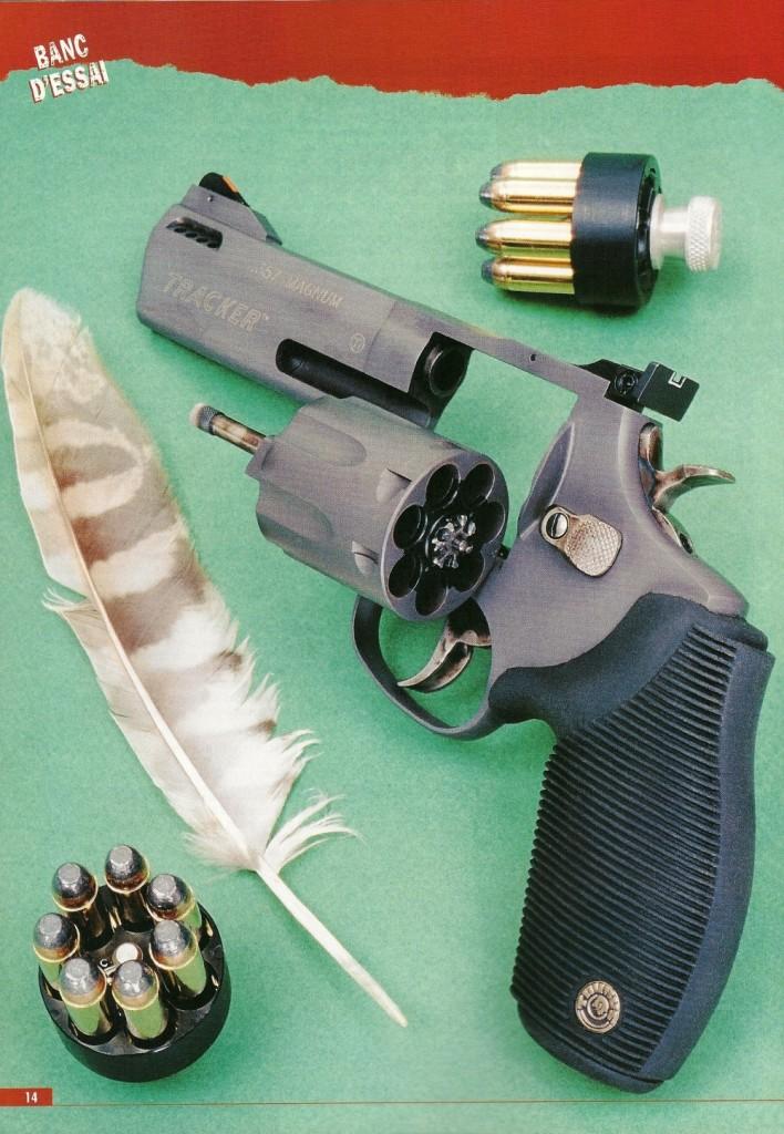 Réalisé par la firme brésilienne Taurus dans sa série «Total Titanium», le « Tracker Titanium Comp », revolver à 7 coups chambré en calibre .357 Magnum, se démarque des autres modèles ultra-légers par la capacité accrue de son barillet et par sa réelle efficacité en tant qu'arme de défense et de combat. A noter qu'il dispose d'un compensateur de relèvement, formé par deux rangées de quatre évents percés de chaque côté du canon.