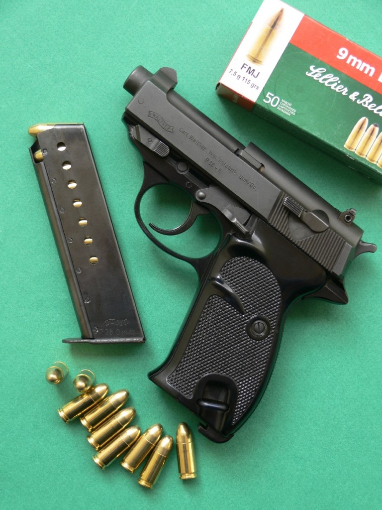 Le modèle P4, une version raccourcie du P1 dont le canon mesure 11 cm au lieu de 12,5 cm, est mis au point par Walther en 1974. Il sera fabriqué, de 1976 à 1982, à 7000 exemplaires, dont 6500 seront livrés à la police fédérale allemande qui opère en uniforme. Le P38-K (K pour kurtz, qui signifie court), fabriqué de 1974 à 1980 à environ 2500 exemplaires pour la « Kripo », la police criminelle allemande qui opère en civil, reprend les caractéristiques du modèle P4, mais avec un canon encore plus court puisqu'il mesure à peine plus de 7 cm !