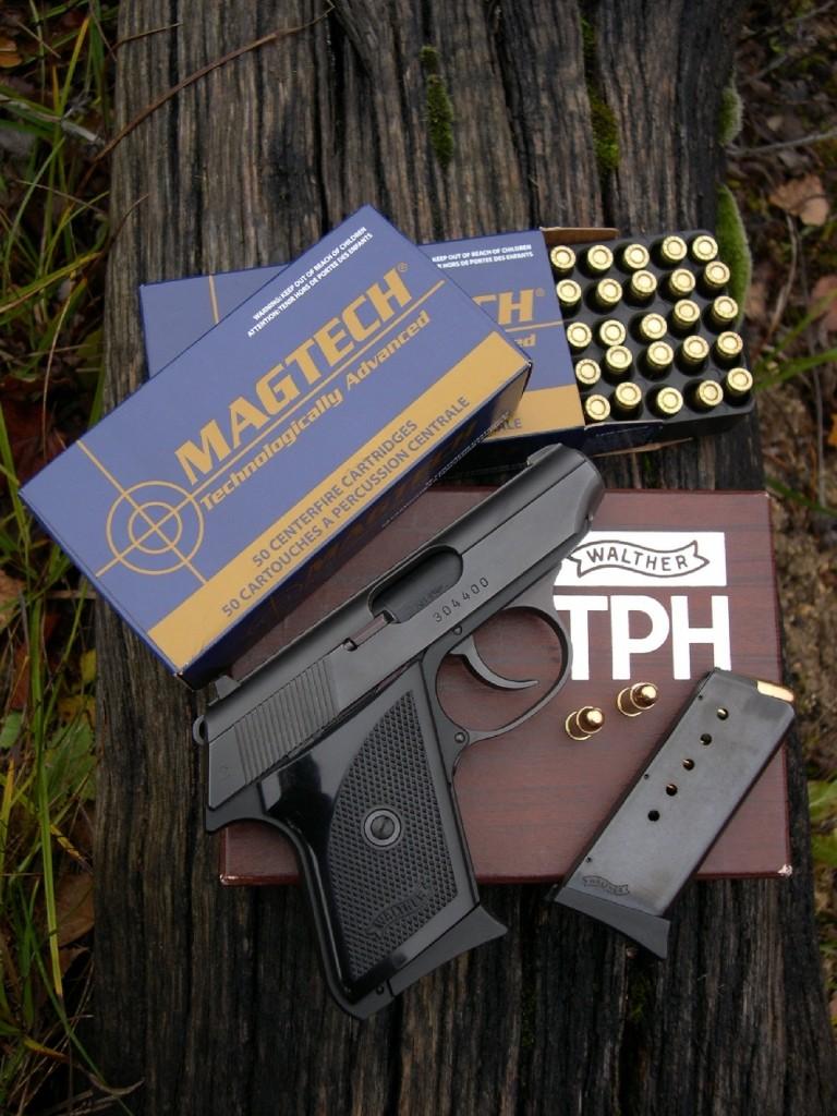 Bénéficiant de tous les perfectionnements de ses illustres aînés (Walther PP et PPK) malgré ses dimensions extrêmement réduites, le Walther modèle TPH est un pistolet de poche compact, léger et plat chambré dans les deux plus petits calibres classiques, à savoir le 6,35 mm et le .22 Long Rifle. Ce pistolet est si petit qu'il entre directement en concurrence avec le minuscule modèle « Baby » de la firme belge Browning, mais il s'en démarque radicalement par sa platine sélective et son chien externe, assortis d'un levier combinant sûreté et désarmement.