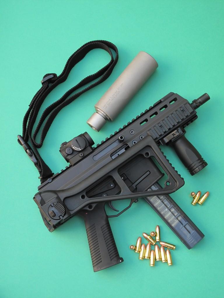 Dérivé du nouveau pistolet mitrailleur APC (Advanced Police Carbine) de la firme suisse Brügger & Thomet, ce modèle APC9 se présente comme une carabine semi-automatique à culasse non calée, alimentée par des chargeurs de 15 et 30 coups, dont la crosse est repliable et le canon doté d'une baïonnette permettant la fixation d'un silencieux de type HK MP5.