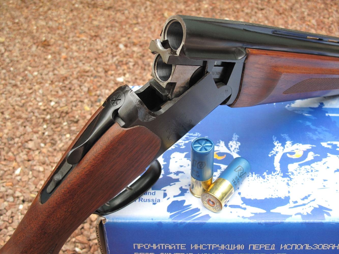 Nous complétons notre banc d'essai de la gamme des fusils russes Baïkal avec le test de ce modèle à deux canons superposés MP-27 (également appelé IJ-27 ou IZH-27) dans sa version MP-27M avec extracteurs, double détente et monture en noyer huilé, chambré en calibre 12/76 (Magnum).
