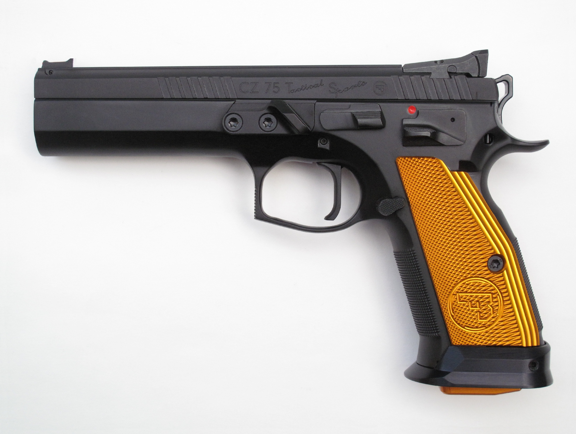 Pistolet semi-automatique CZ 75 « Tactical Sports » en calibre 9 mm Parabellum.