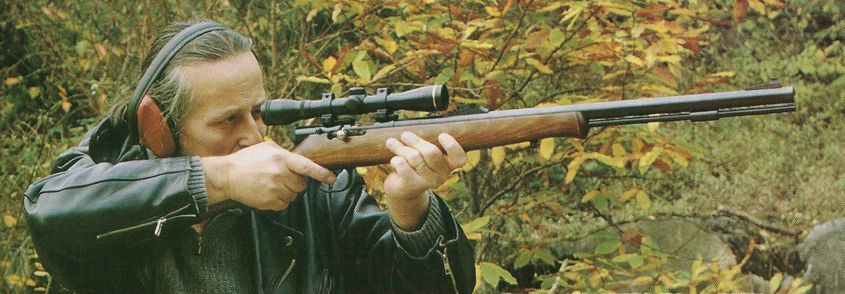 Rémi Bourgeois en 1998, quand il effectuait avec nous des tests sur le terrain de la carabine Ardesa « In Line rifle » de calibre .50 à poudre noire.