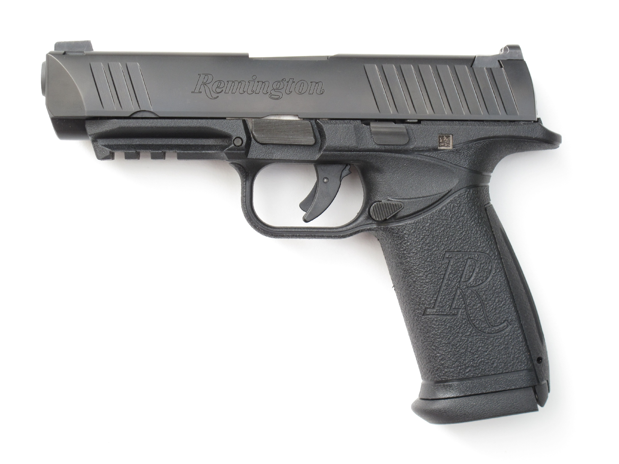 Pistolet Remington RP9 en calibre 9 mm Parabellum.