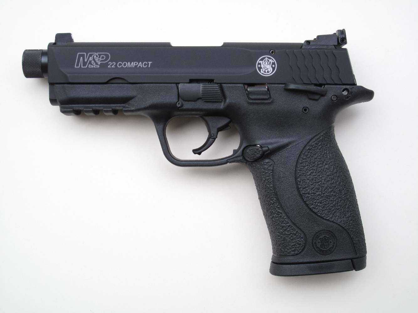 Pistolet semi-automatique Smith & Wesson « M&P 22 Compact » de calibre .22 Long Rifle