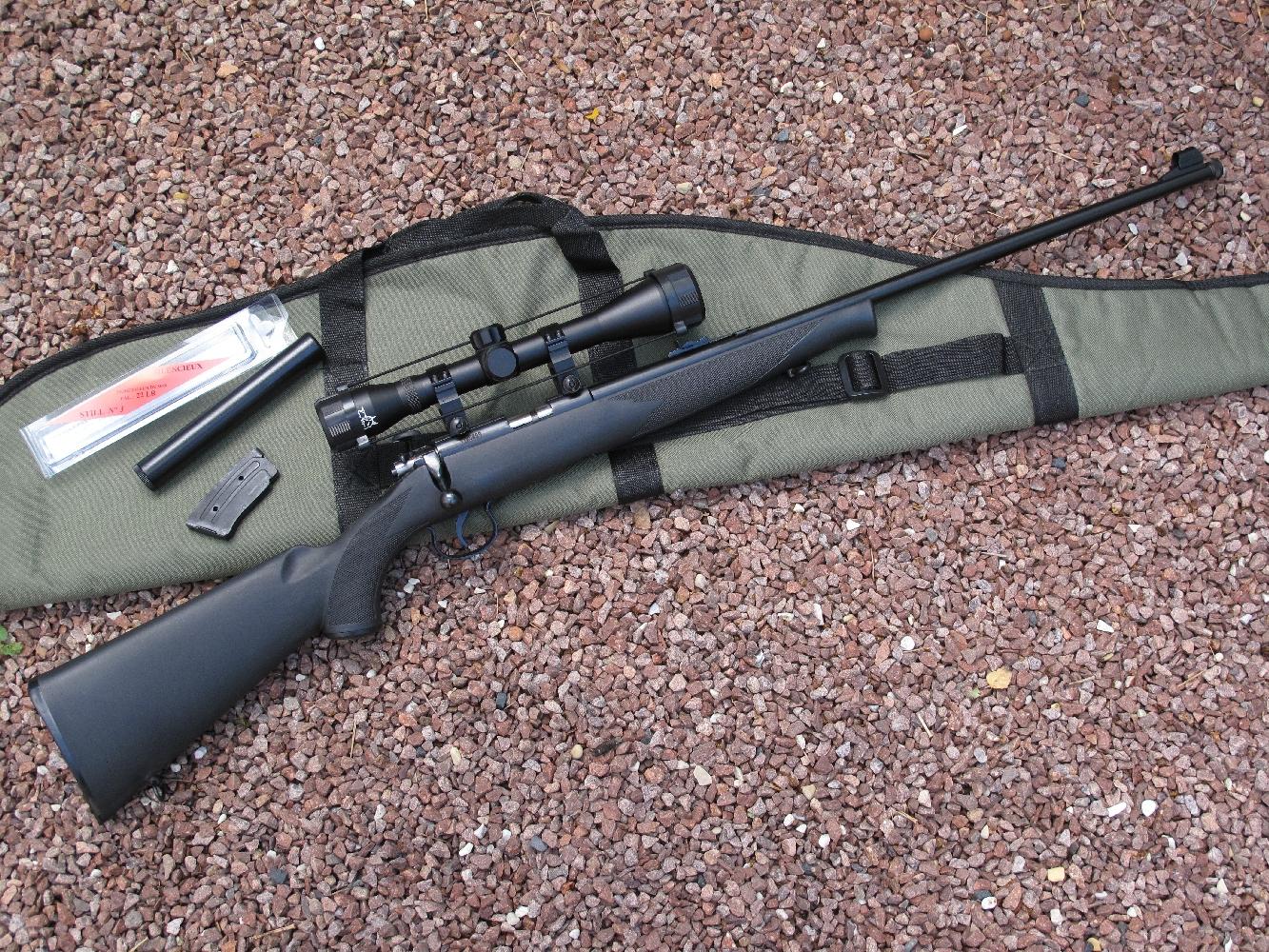 La Norinco JW-15A se présente comme une copie de la CZ-452. C'est une carabine à répétition par culasse à verrou dont le chargeur amovible accueille 9 cartouches de calibre .22 Long Rifle. Elle bénéficie d'une fabrication « tout acier » et d'une monture synthétique insensible aux chocs et à l'humidité. Un rail de 11 mm est fraisé sur son boîtier de culasse et la bouche de son canon est filetée. Elle est proposée sous la forme d'un kit comprenant, outre la carabine, une housse molletonnée, une lunette 4 x 40 avec ses colliers de fixation et un silencieux Still n°3.