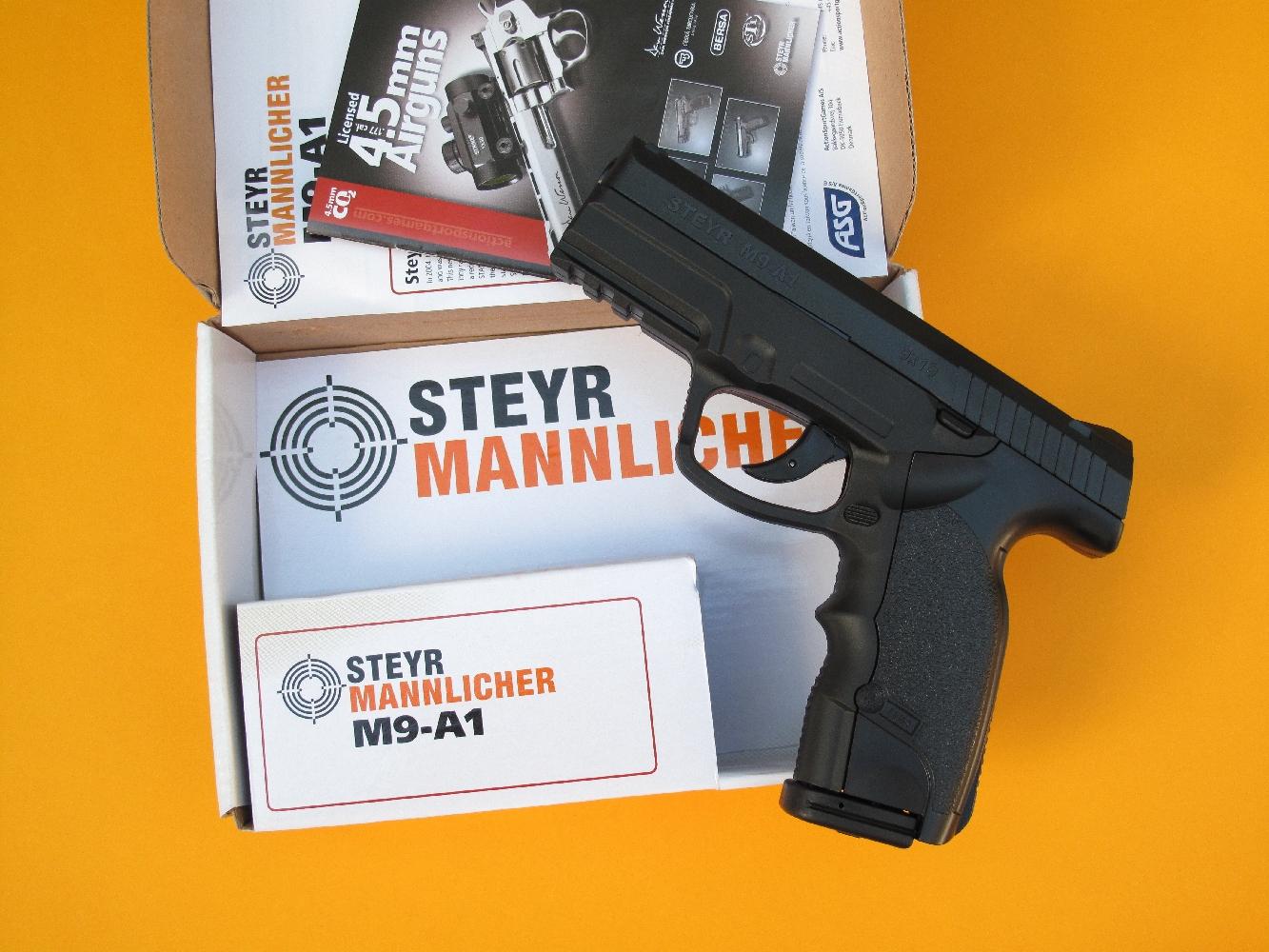 Fabriquée par la société danoise ASG (ActionSportsGames), cette réplique à Co2 du Steyr-Mannlicher M9-A1 est d'un réalisme tout à fait convaincant.