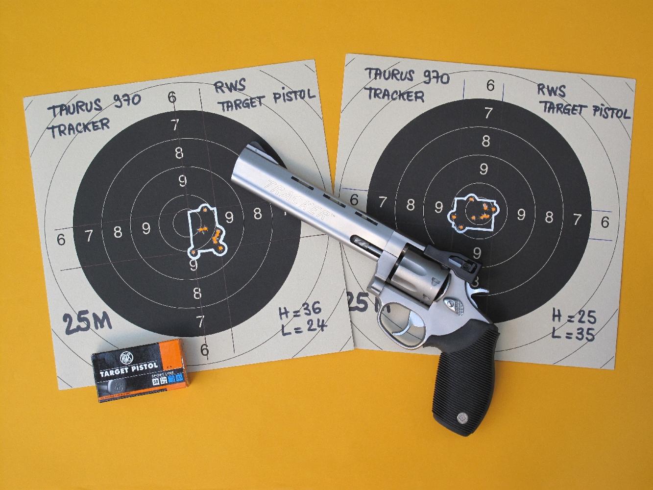 Le contre-essai (cible de droite), que nous effectuons pour vérifier que les RWS Target sont effectivement les munitions qui conviennent le mieux à ce revolver, nous en apporte une confirmation indiscutable : l'écart maxi est presque le même (36 mm au lieu de 38) et le H + L est identique (60 mm).