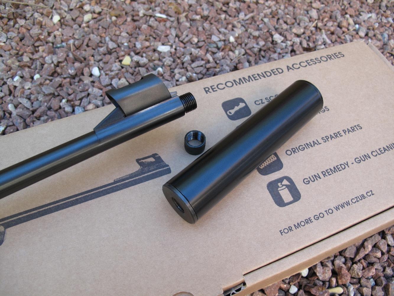 Ces deux armes bénéficiant d'un canon dont la bouche est filetée, nous avons testé l'efficacité d'un modérateur de son, en l'occurrence un modèle réalisé par la firme française Red Apples.