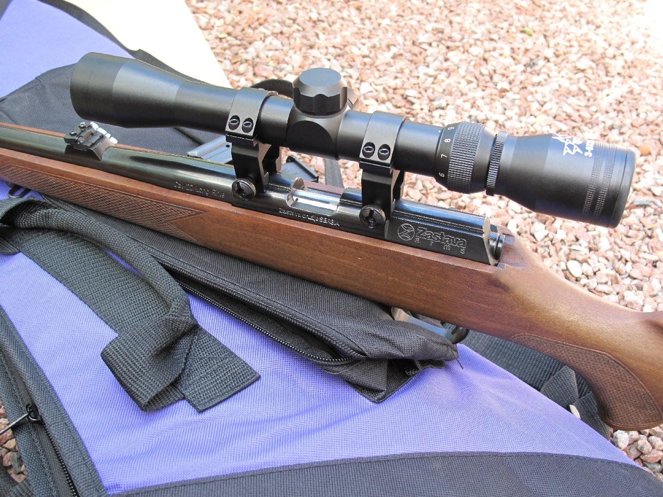 La lunette livrée avec le kit est une Lynx 3-9 x 32 de la maison Unifrance, un modèle qui bénéficie d'un excellent rapport qualité/prix et dont le grossissement réglable de 3 à 9 fois permet de couvrir les différents usages que l'on pourra faire de cette carabine.
