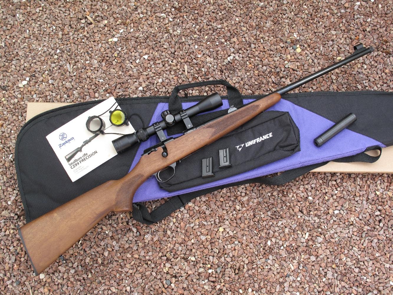 Moyennant un supplément de prix très raisonnable, cette carabine Zastava MP-22 est proposée sous la forme d'un kit incluant une lunette Lynx 3-9 x 32 avec son montage, un silencieux SAI tout acier et une housse de transport molletonnée.