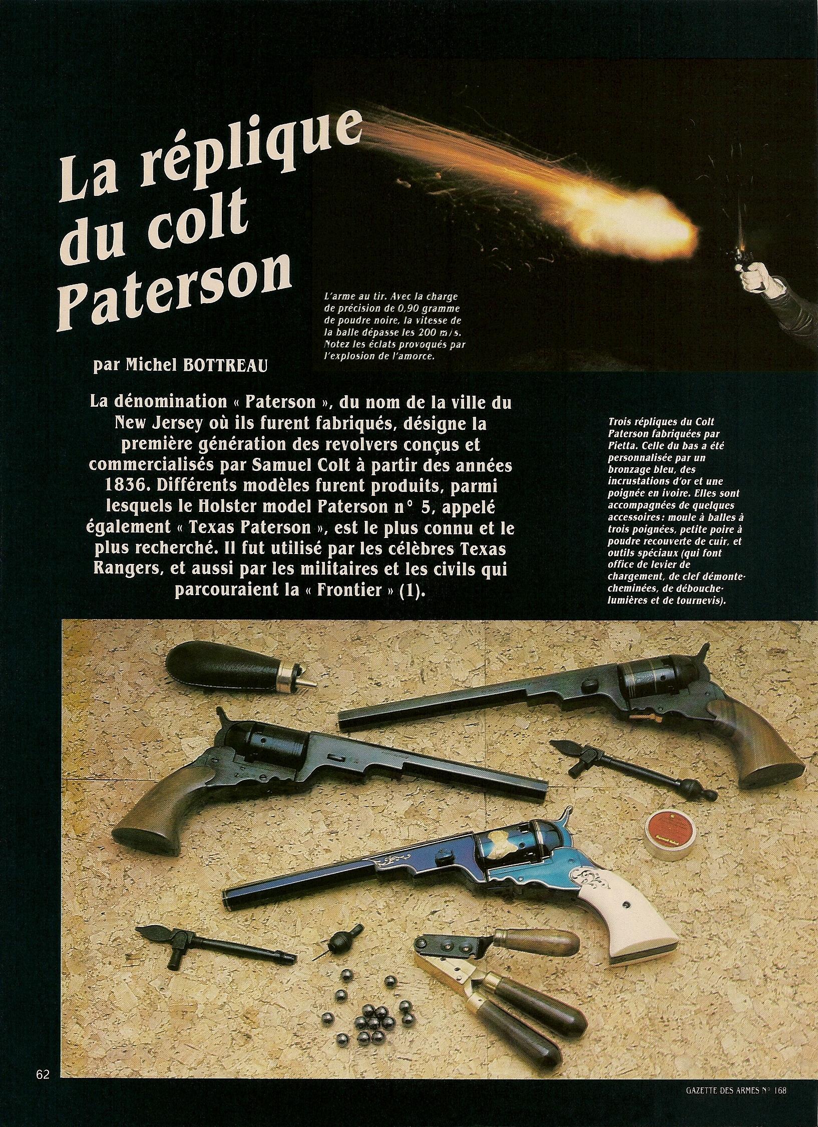 Ces trois répliques du Colt Texas Paterson fabriquées par Pietta sont accompagnées par des accessoires qui leur sont spécifiques : un moule à balle à trois poignées et deux outils à usage multiple qui font office de levier de chargement, de clef démonte-cheminées, de débouche-lumière et de tournevis.