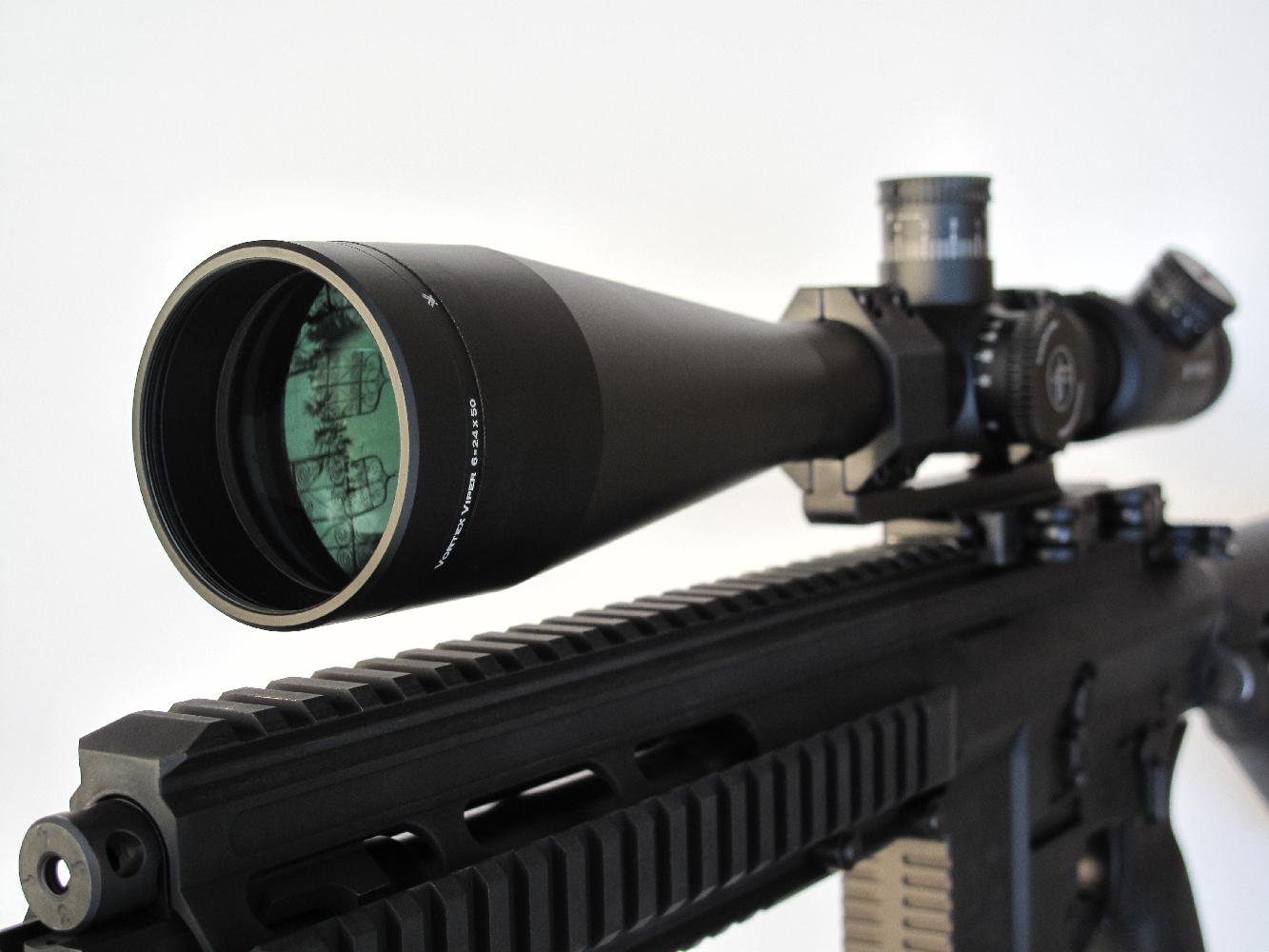 Nos tirs à 100 m ont été réalisés en équipant l'arme d'une lunette Vortex « Viper » 6-24 x 50, un modèle à grossissement réglable de 6 à 24 fois qui est en outre équipé d'un réticule lumineux.