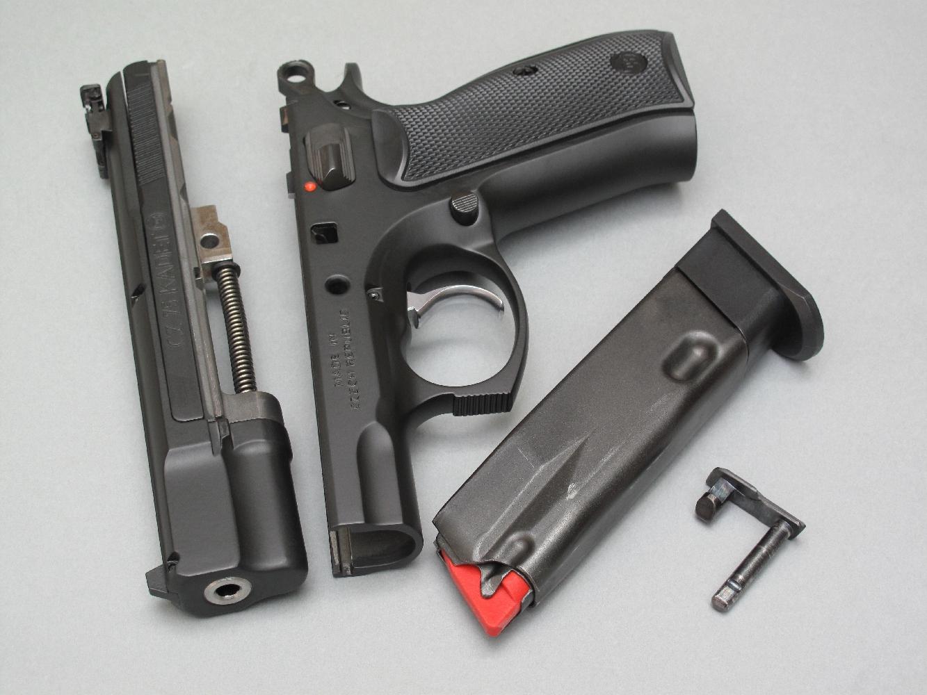 Le démontage sommaire est strictement identique à celui du CZ-75 de gros calibre et il peut être réalisé instantanément. Les chargeurs, en tôle d'acier, sont à double paroi : la partie interne accueille 10 cartouches de calibre .22 Long Rifle emmagasinées sur une simple pile, tandis que la partie externe étant constitué par le corps d'un chargeur standard de calibre 9 mm Parabellum.