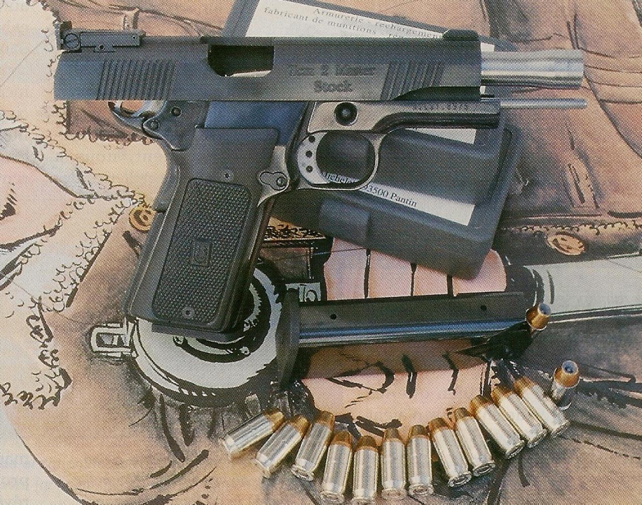 Le pistolet Tecnema TCM2 reçoit un chargeur de 13 coups, ce qui porte sa capacité initiale à 14 coups dès lors qu'une première cartouche a été chambrée.