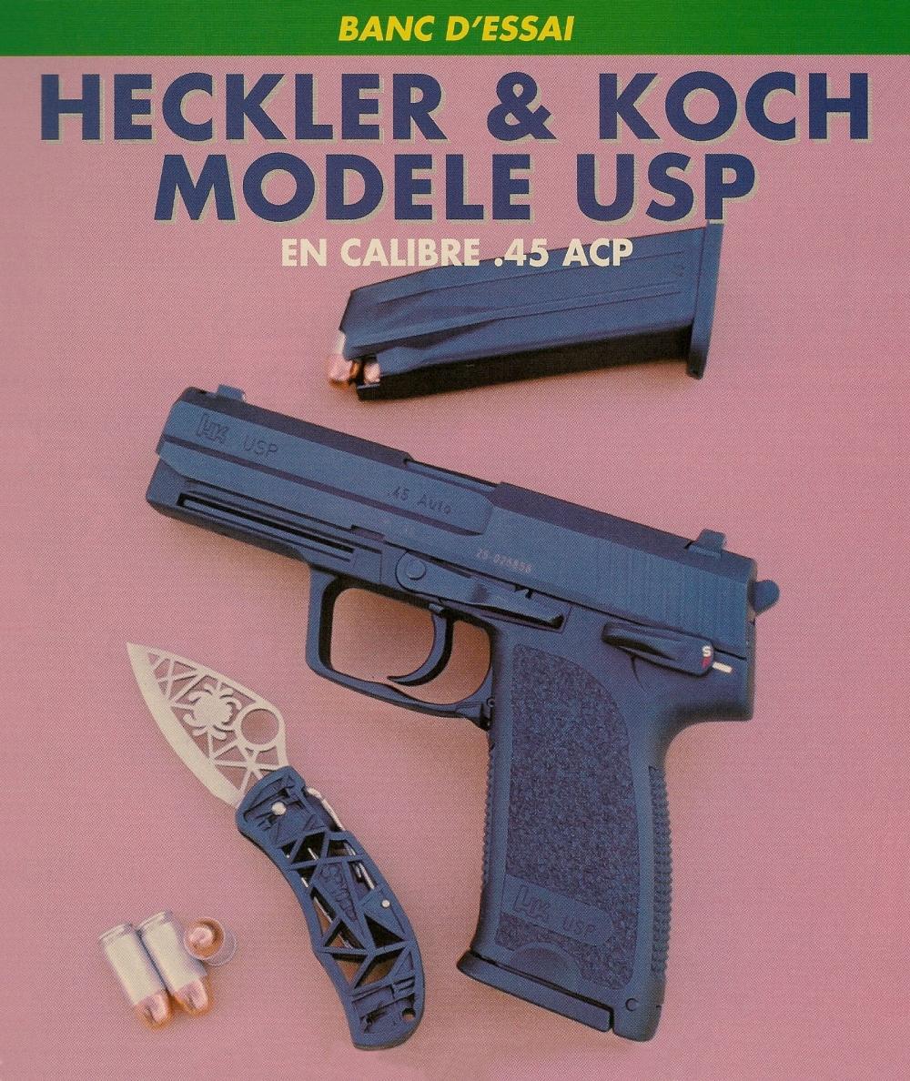 """Le pistolet Heckler & Koch USP accompagné de munitions CCI Blazer à douille jetable en aluminium, de calibre .45 ACP et d'un couteau pliant Spyderco. """"squelette""""."""