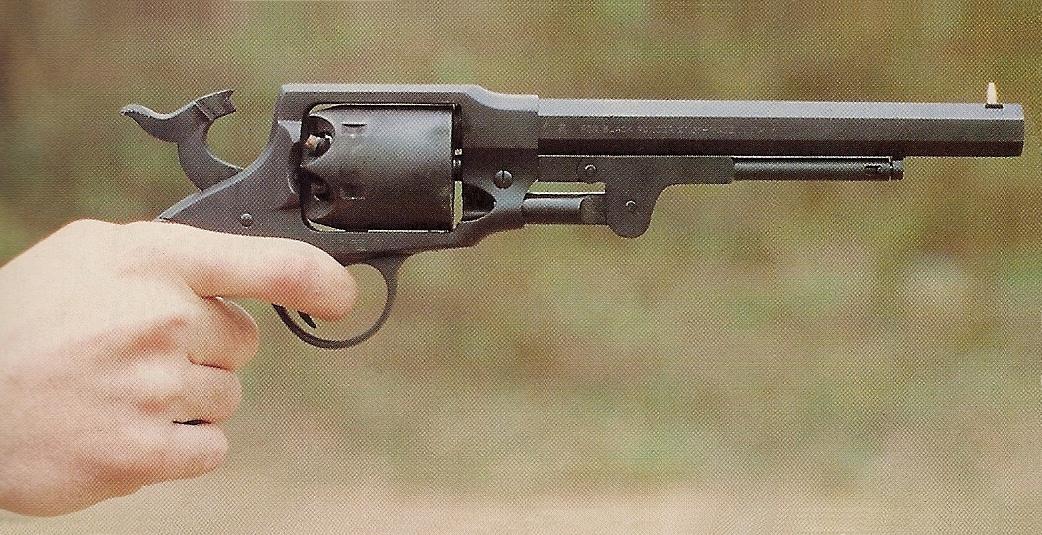 L'excellente prise en mains que procure la réplique du Rogers & Spencer peut être comparée avantageusement à celle d'un grand nombre de nos armes modernes.