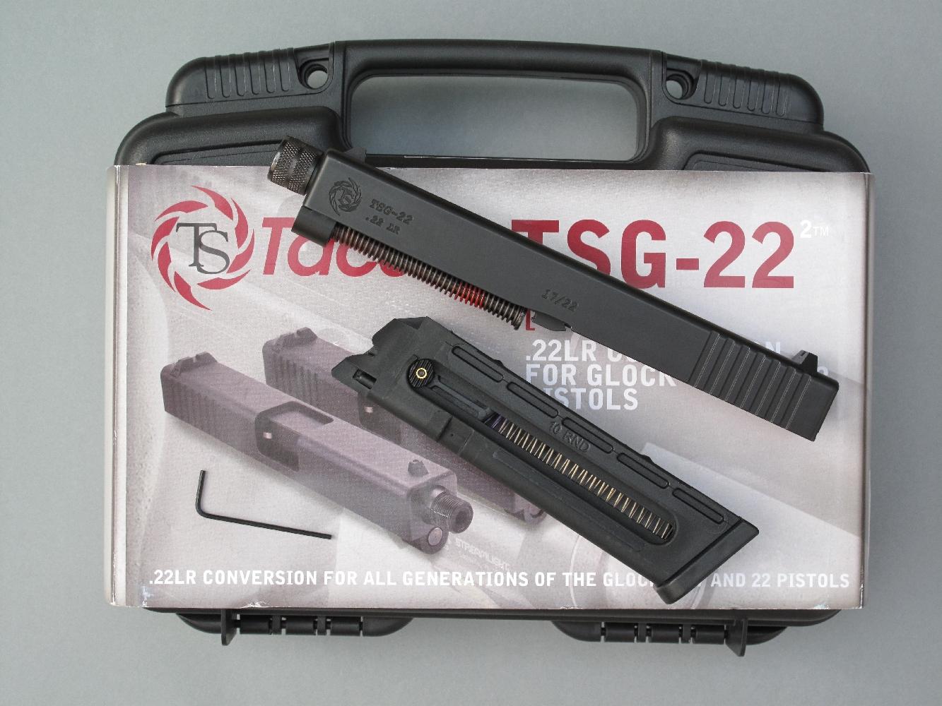 Le kit de conversion, qui est livré dans une mallette de transport en matière plastique garnie de mousse, se compose d'un ensemble en acier (culasse à glissière, canon, ressort récupérateur avec sa tige-guide) et d'un chargeur en polymère.