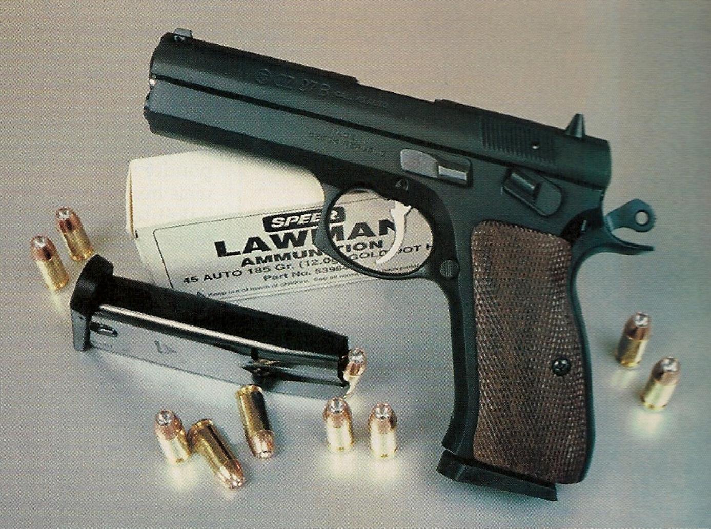 """Le port de l'arme """"cocked and locked"""", comme illustré sur cette photo, est envisageable dans le cadre des compétitions de tir pratique."""