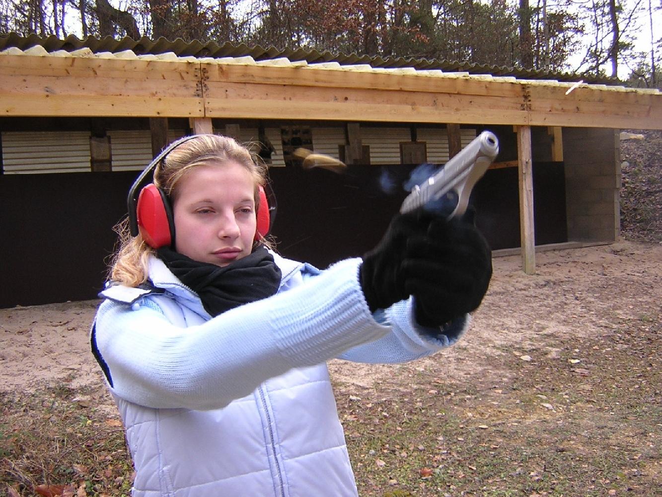 Tirée dans un pistolet ultra compact comme ce SIG-Sauer P232 SL, la cartouche de 9 mm Browning court (.380 ACP) génère un recul sec, mais le relèvement du canon reste modéré.