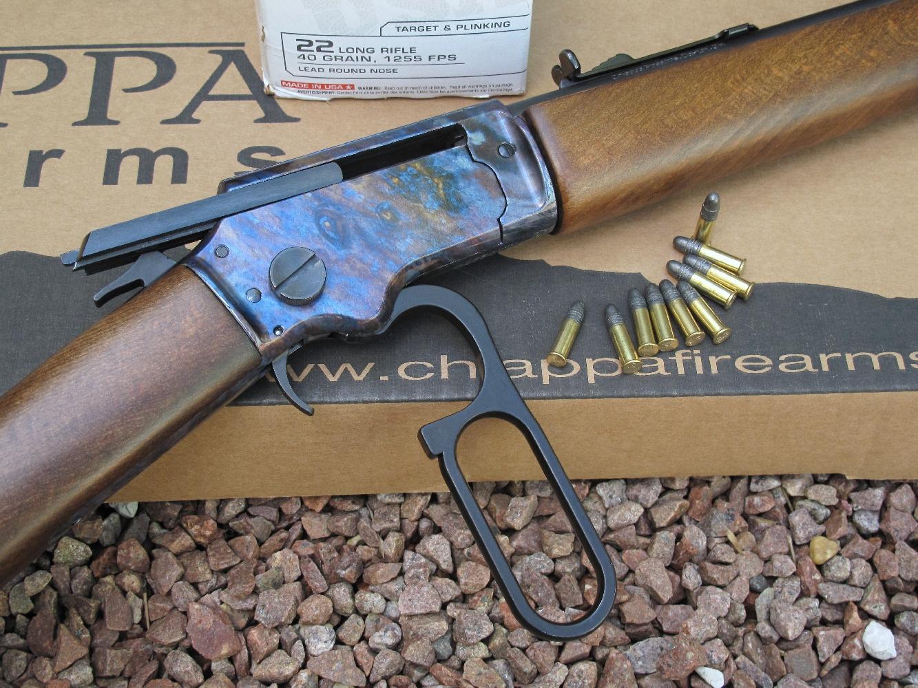 Du fait que son mécanisme d'alimentation ne permet pas le tir à répétition des cartouches plus courtes que les .22 Long Rifle, le magasin tubulaire de cette carabine a été limité à neuf coups (contre six pour ses concurrentes pouvant être approvisionnées avec des cartouches de calibre .22 Short).