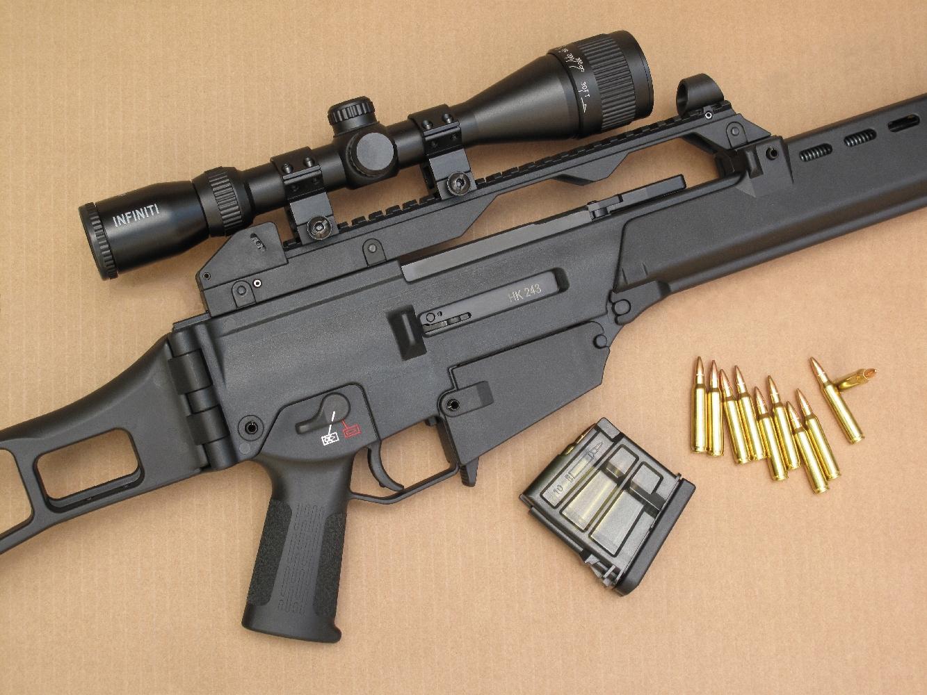 Afin d'effectuer nos tests de précision dans les meilleurs conditions possibles, nous avons équipé notre HK243 d'une lunette « Infiniti » 3-9x40, un modèle bas de gamme rapporté des Etats-Unis, qui procure de toute évidence un exceptionnel rapport qualité/prix.