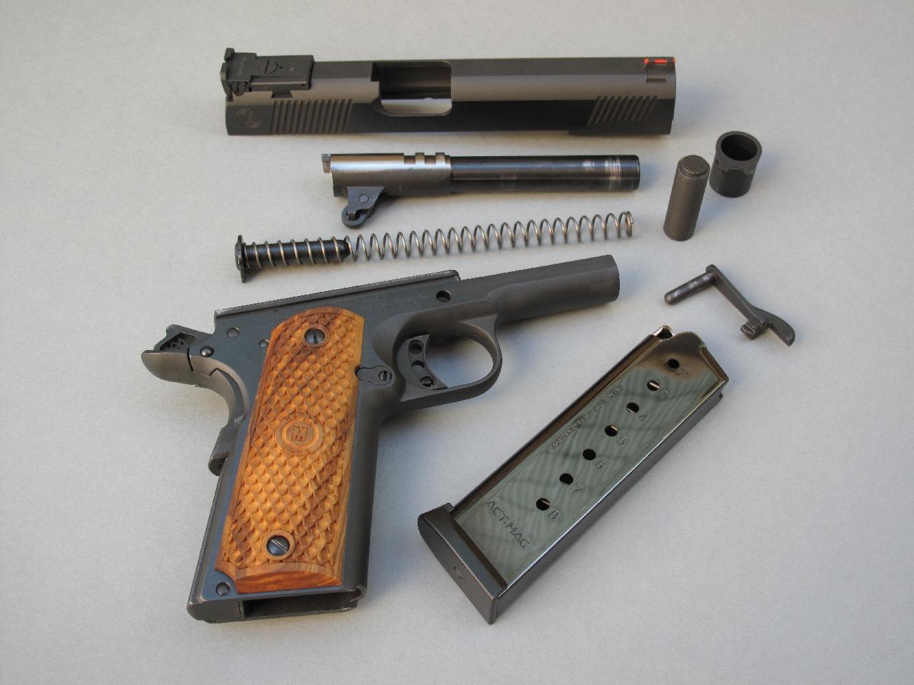 Le démontage sommaire, strictement conforme à celui du Colt 1911 A1, ne présente aucune difficulté et peut être aisément effectué sans outil.