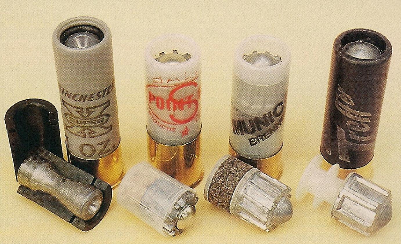 """Quelques balles de calibre 12 que nous avons testées, de gauche à droite : Winchester Super-X Sabot Slug; Prévot Point Fix """"S""""; Municar Brenneke; SK Treffer."""