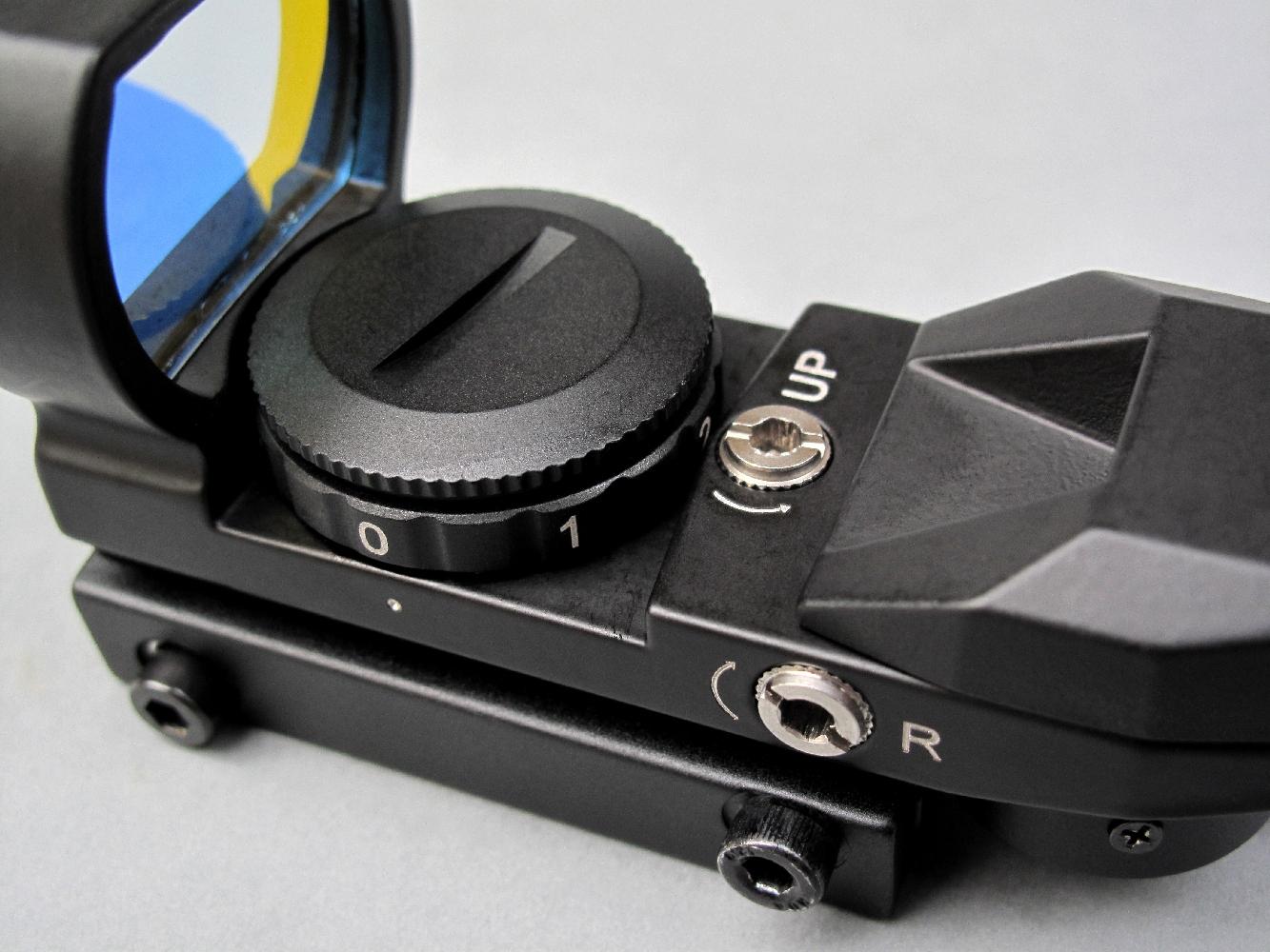 Bien qu'il ne grossisse pas l'image observée, le viseur à point rouge constitue une alternative très séduisante et permet d'effectuer des tirs précis à la distance de cinquante mètres.
