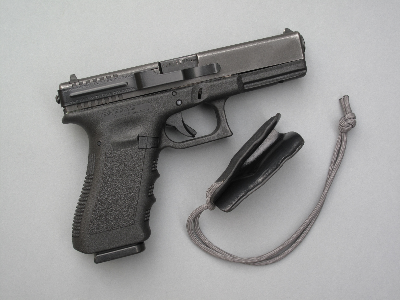 Le « Clipdraw » de la firme américaine Skyline Toolworks peut être installé sur n'importe quel modèle de pistolet Glock en quelques minutes avec, pour seul outil, la petite clé hexagonale de 2 mm livrée avec le clip.