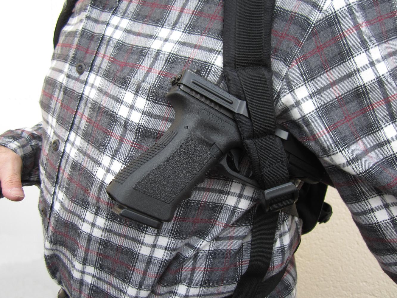 Le Clipdraw permet d'accrocher l'arme sur toute sorte de support comme, par exemple, la bretelle d'un sac à dos tactique ou le système d'attaches « MOLLE » d'un gilets pare-balles.