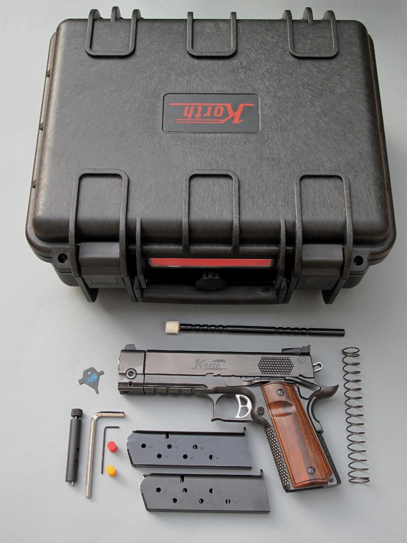 Ce pistolet est livré dans une mallette étanche et antichoc, de type « PeliCase », injectée en résine synthétique (polyéthylène) à haute résistance et munie d'une soupape de purge automatique (valve de dépressurisation) pour égaliser la pression de l'air.