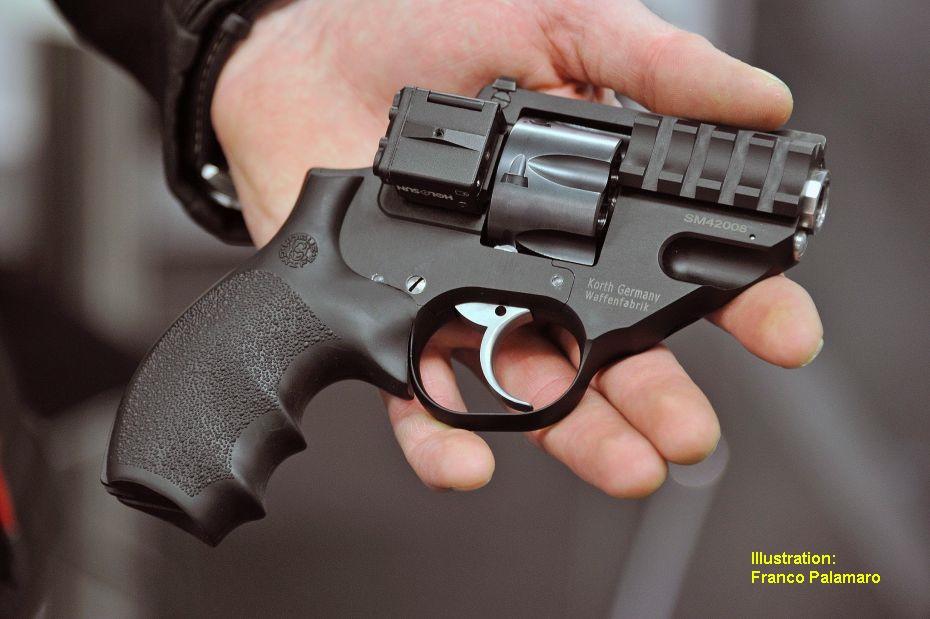 Ce revolver était présenté par son fabricant équipé d'un petit module laser modèle subcompact V3 FSL-32 de la firme américaine LaserLyte.