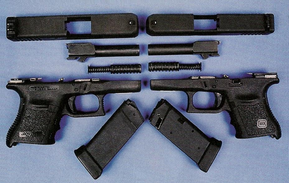 Le démontage sommaire de ces pistolets peut être réalisé instantanément, à condition de ne pas oublier de désactiver la safe-action en pressant la détente, après avoir retiré le chargeur et vérifié que la chambre était vide.