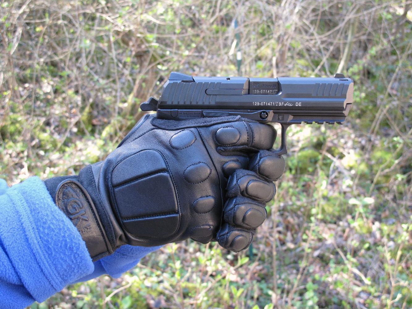 Les gants d'intervention en cuir, qui bénéficient d'un haut niveau de protection, pêchent au tir par leur revêtement peu accrocheur sous la paume et les doigts.