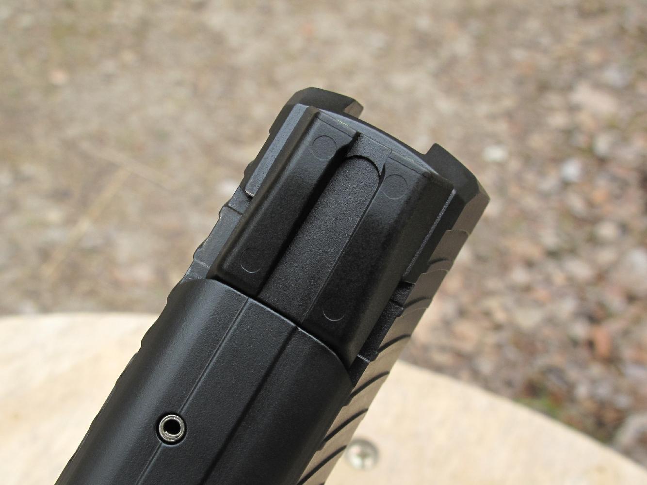 La hausse de ce pistolet HK P30 a été déplacée vers la gauche d'environ 6/10 mm.