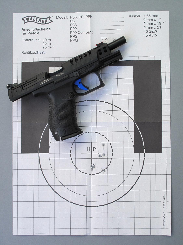 La cible-test fournie avec l'arme, réalisée au banc par le fabricant à la distance de 25 mètres, présente un groupement dont les cinq impacts sont inscrits dans un H + L de 47 mm + 19 mm, avec un écart extrême de 47 mm.