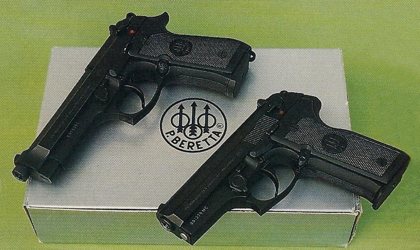 Comparaison entre le Beretta 92 FS, à gauche, et le Cougar 8000.